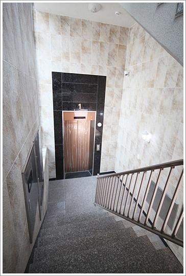 1층계단.jpg